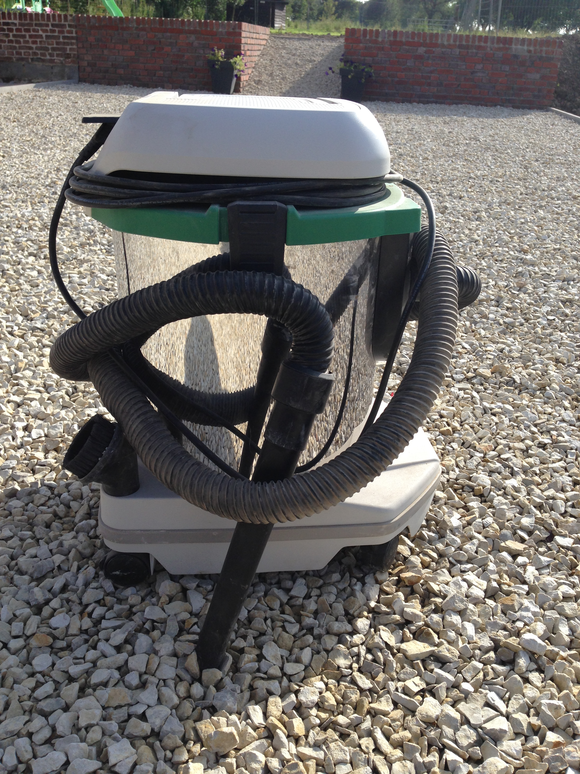 Location aspirateur industriel aspirateur with location for Balayeuse piscine automatique